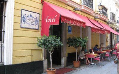 La visión interna del alojamiento: Conociendo el Hotel Las Cortes (Cádiz)