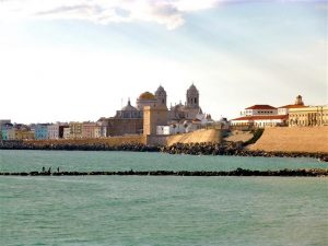 Catedral de Cádiz desde la playa de Santa María del Mar OCIO