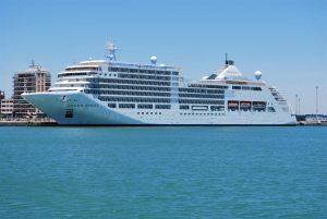 Crucero en el muelle de Cádiz.