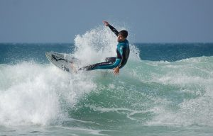 Surf en Roche. Foto: Patronato Provincial de Turismo de Cádiz